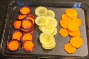Coupez les carottes en très fines rondelles