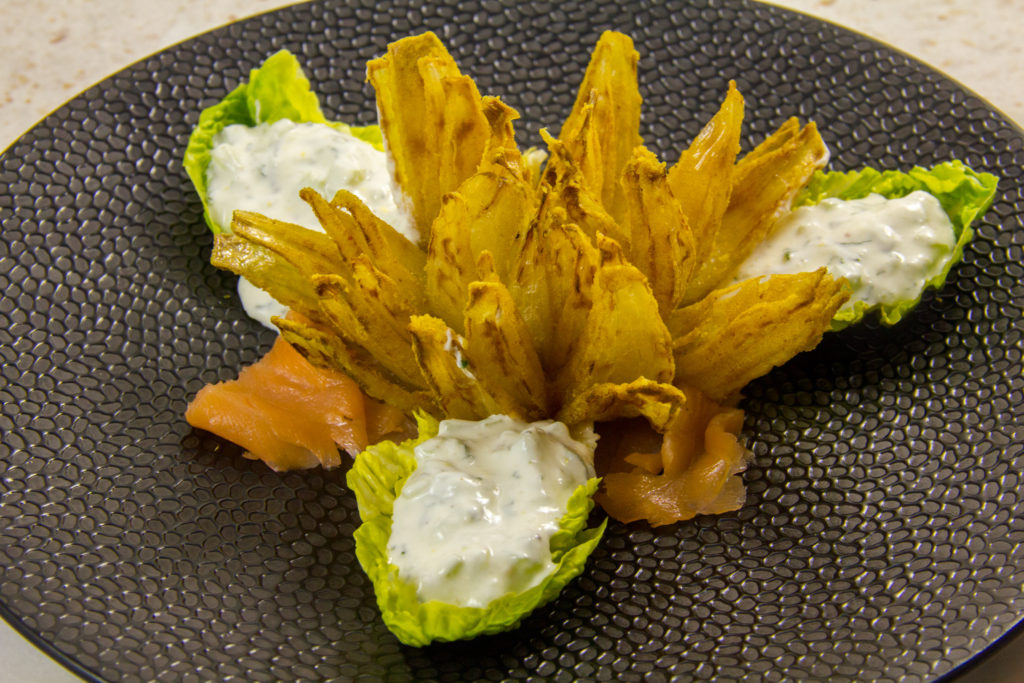 Fleur d'oignon, sauce fraîche