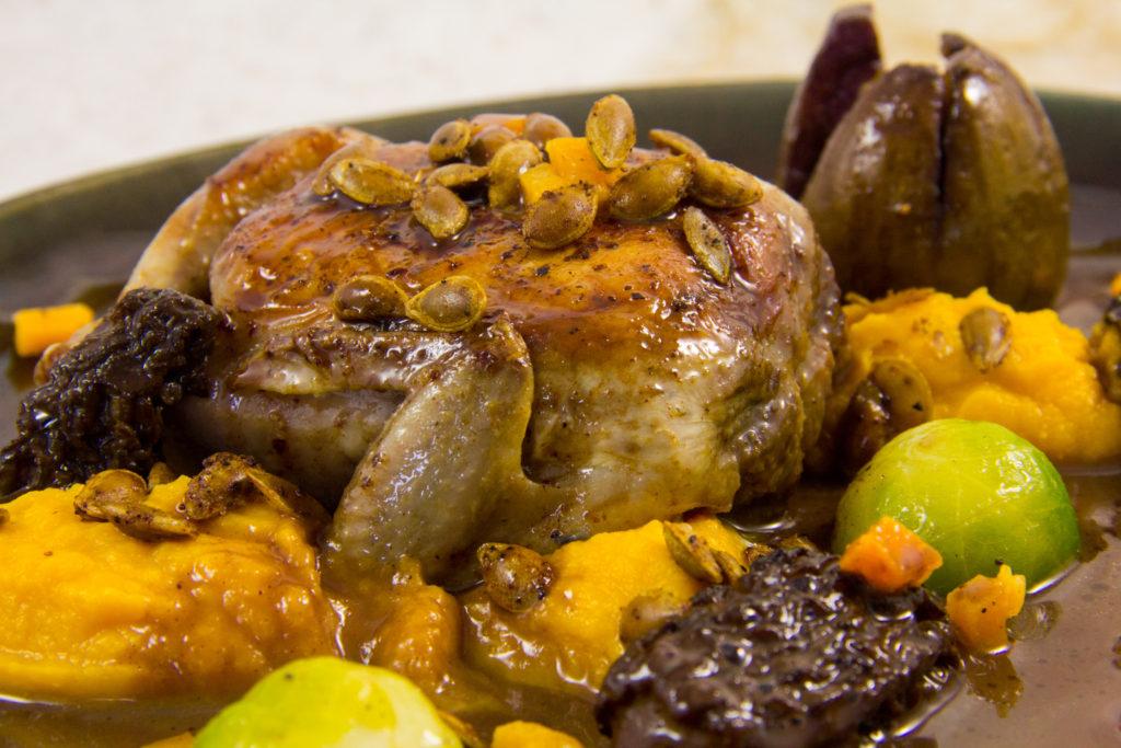 Caille basse température, butternut, morille, sauce au vin et aux figues