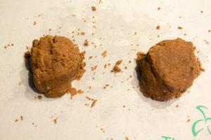 Versez cette pâte sur votre plan de travail et ramassez-la pour former une ou plusieurs boules
