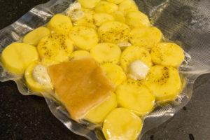 Mettez les pommes de terre sous vide