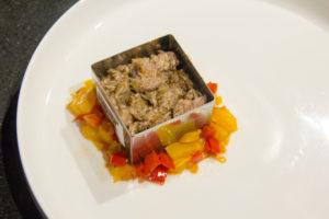 Dressez la viande effilochée dans le petit emporte pièce