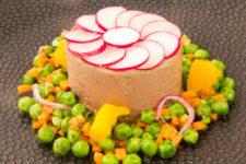 Mousse de foie de volaille basse température, salade de petits pois acidulée