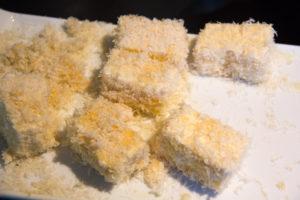 Panez les morceaux de tofu