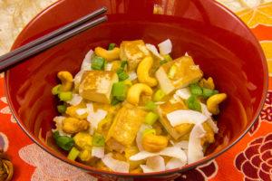 Compoté de chou chinois au curry rouge, tofu fumé