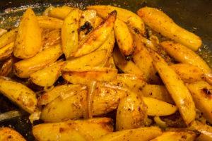 Enfournez les pommes de terre à 180°