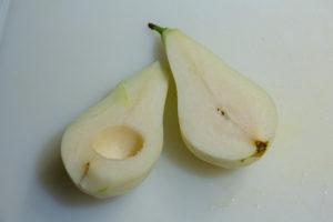 Évidez le cœur des poires