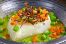 Cabillaud à l'orange basse température, royale de petits pois et carotte