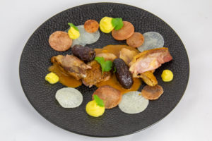 Cuisses de canard basse température, curry rouge, dattes et navets