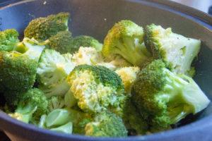 Cuire le brocoli à la vapeur