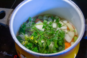 Commencez par le bouillon de légume