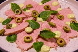 Carpaccio de veau aux olives et basilic thaïlandais (recette basse température)